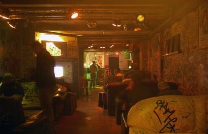 Coffee shopovi su neko vrijeme bili zatvoreni klubovi