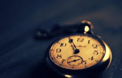 Ne zaboravite namjestiti satove