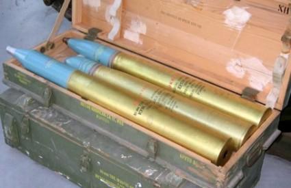 Topovske granate lete s obje strane granice