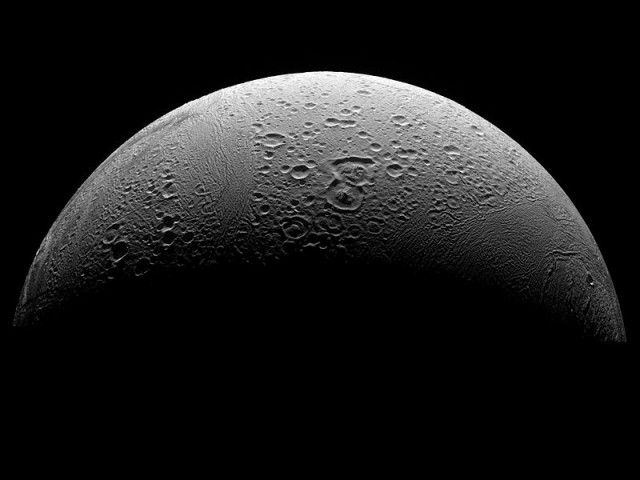 Svjetska čuda u svemiru  Enceladus_saturn_wiki