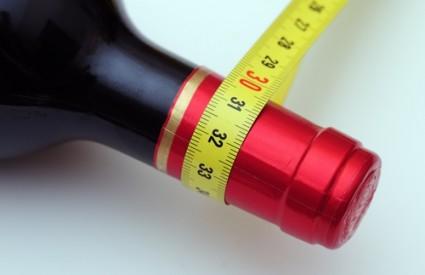 Od alkohola se deblja, i to opako :)