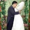 Muškarac oženio jastuk