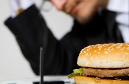 Ponedjeljkom smo najskloniji nezdravoj hrani