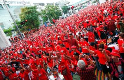 Crvene košulje u prosvjednom maršu