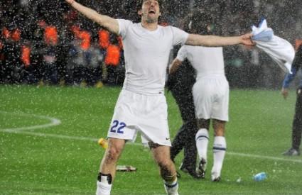 Diego Milito (Inter Milan) slavi prolaz svojega kluba u finale nogometne Lige prvaka