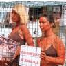 Oskudno odjevene prijateljice životinja protestirale u kavezu