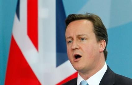David Cameron na velikoj kušnji kako se neredi šire i na druge gradove