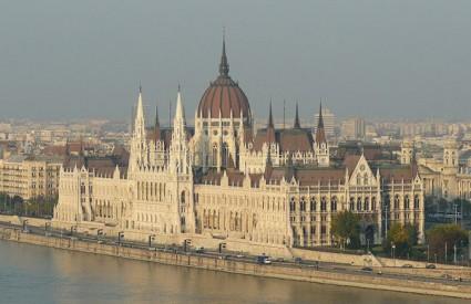 Službena Budimpešta u problemima...