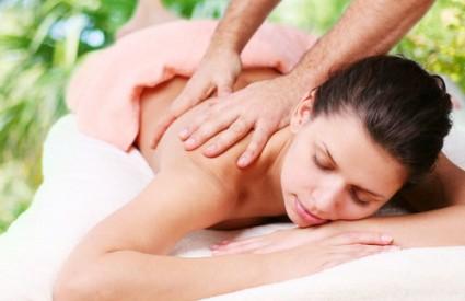 Priuštite dragoj masažu