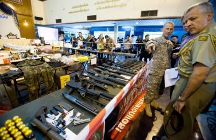 Tajland oružje crvenokošuljaši