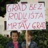 Građani Makarske prosvjedovali zbog zatvaranja rodilišta