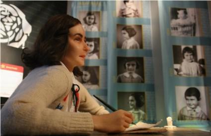 Voštana figura Anne Frank u muzeju Madame Tussauds