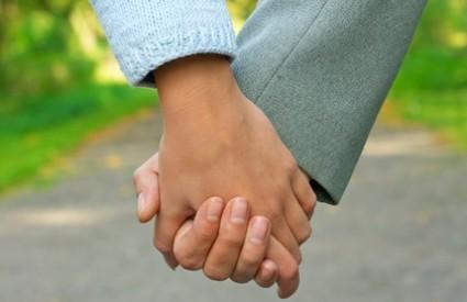 Zašto Mujo drži Fatu za ruku