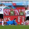 Podolski promašio jedanaesterac protiv Srbije i ušao u povijest