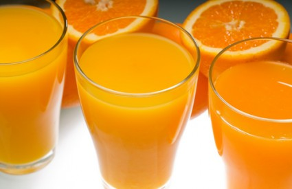 Samo svježe iscjeđeni sok iz voća može biti zdrav