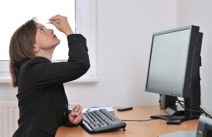 Oči se brzo umaraju kad gudo gldaju u zaslon monitora