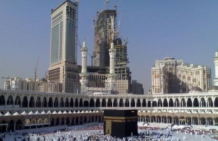 Meka: Najveći sat na svijetu počeo kucati