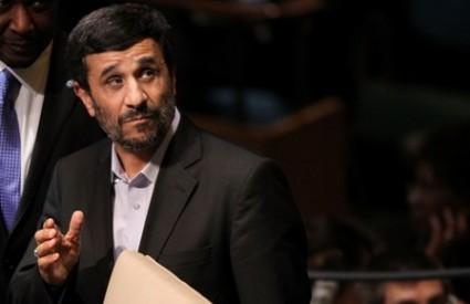 Ahmadinejad je doveo ekipu u svoje dvorište