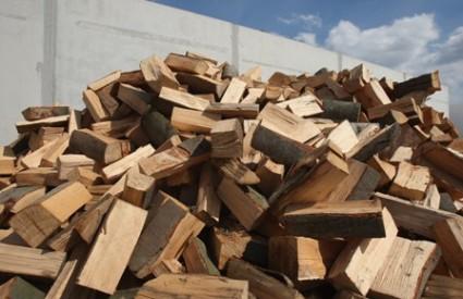 Tko je Muji maznuo drva