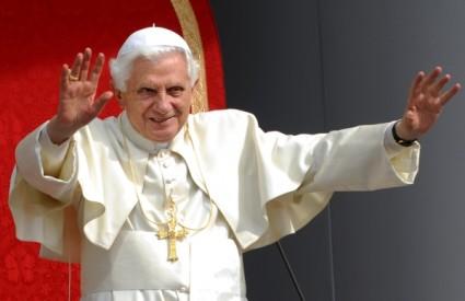 Papa se u svojoj knjizi dotakao mnogih problematičnih tema