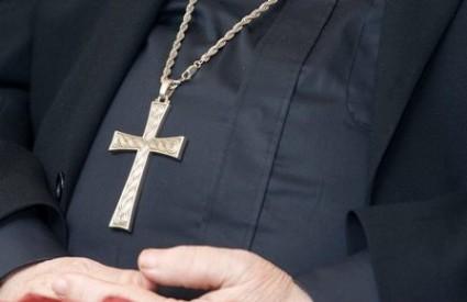 Kardinal se zaigrao sa svećenicima
