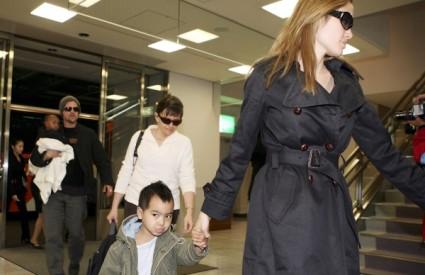 Angelina Jolie i Brad Pitt s djecom