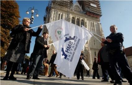 Prosvjed pred katedralom
