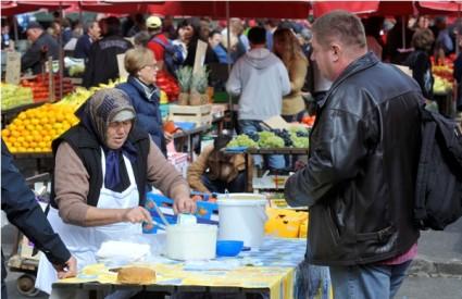 Prodaja sira na tržnici Dolac