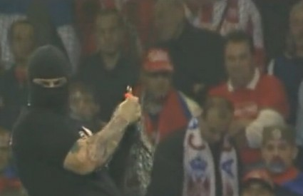 Srpski navijači prekinuli utakmicu s Italijom i napali vratara Stojkovića