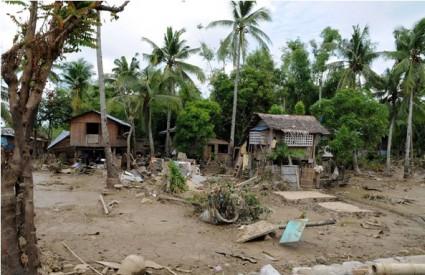 Tajfun Megi blizu obala Filipina, tisuće ljudi evakuirano