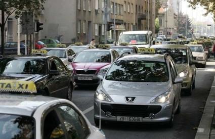 Zagrebački taksisti prosvjedno vozili središtem grada