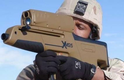 Futuristički bacač granata Xm25