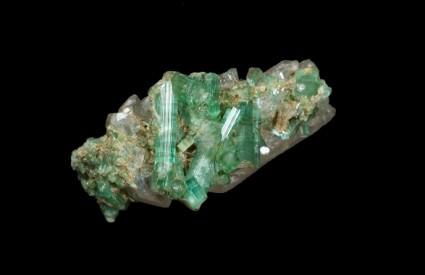 Zeleni turmalin u komadu stijene