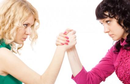 Boja glasa druge žene može značiti prijetnju