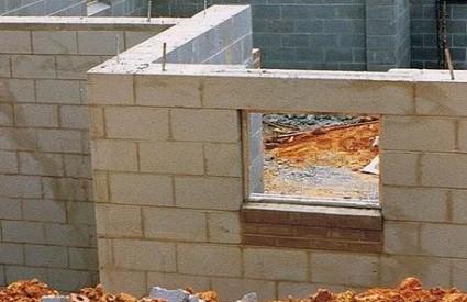 Mujo gradi kuću