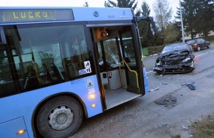 ZET-ov autobus sudario se s tri automobila