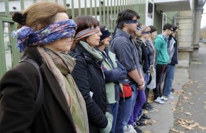 Studenti zavezali oči za Luku Ritza