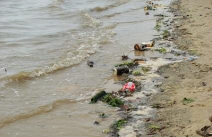 Jugo donijelo veliku količinu otpada do Mljeta i Pelješca