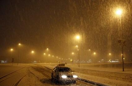 Snijeg i dalje ometa promet