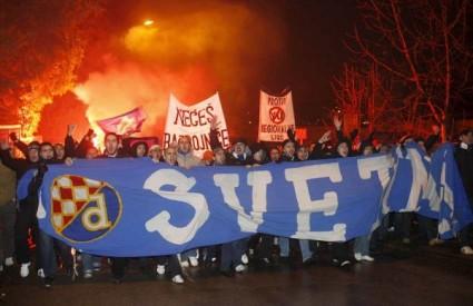 Više od 3.000 navijača Dinama prosvjedovalo protiv Mamića