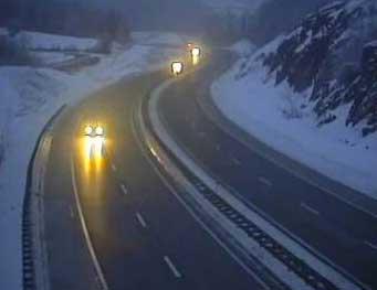 Mokre ceste i magla otežavaju promet