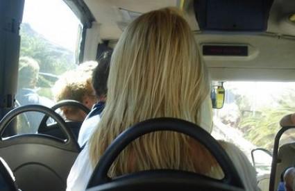 Zašto je plavuša pala vozački?