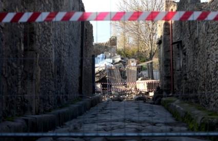 U Pompejima se ponovno urušavaju zidovi