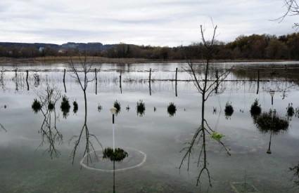 Voda u Metkoviću nije za piće, izvanredno stanje i u Kosinju