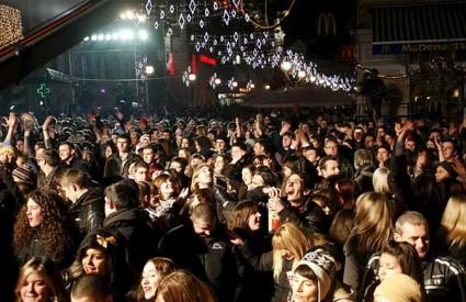 Topla noć pogodovala je proslavama na otvorenom