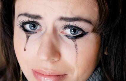 Suze vam čine dobro
