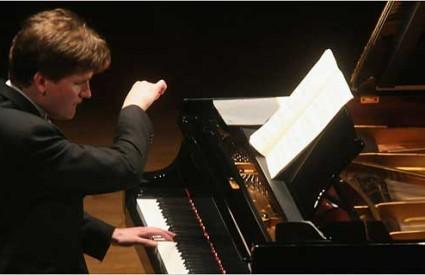 Olli Mustonen, vatreni klavirist