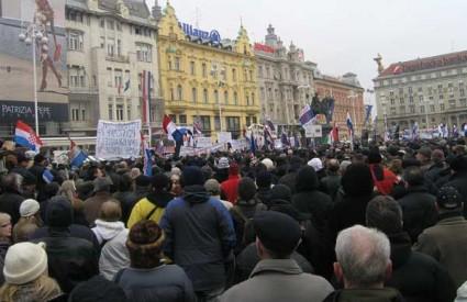 Jučerašnji prosvjedn na Trgu Bana Jelačića u Zagrebu bio je višestruko brojniji...