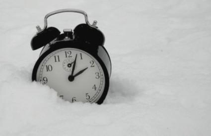 Zimsko računanje vremena počinje noćas