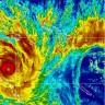 Zastrašujući ciklon Yasi udara Australiju